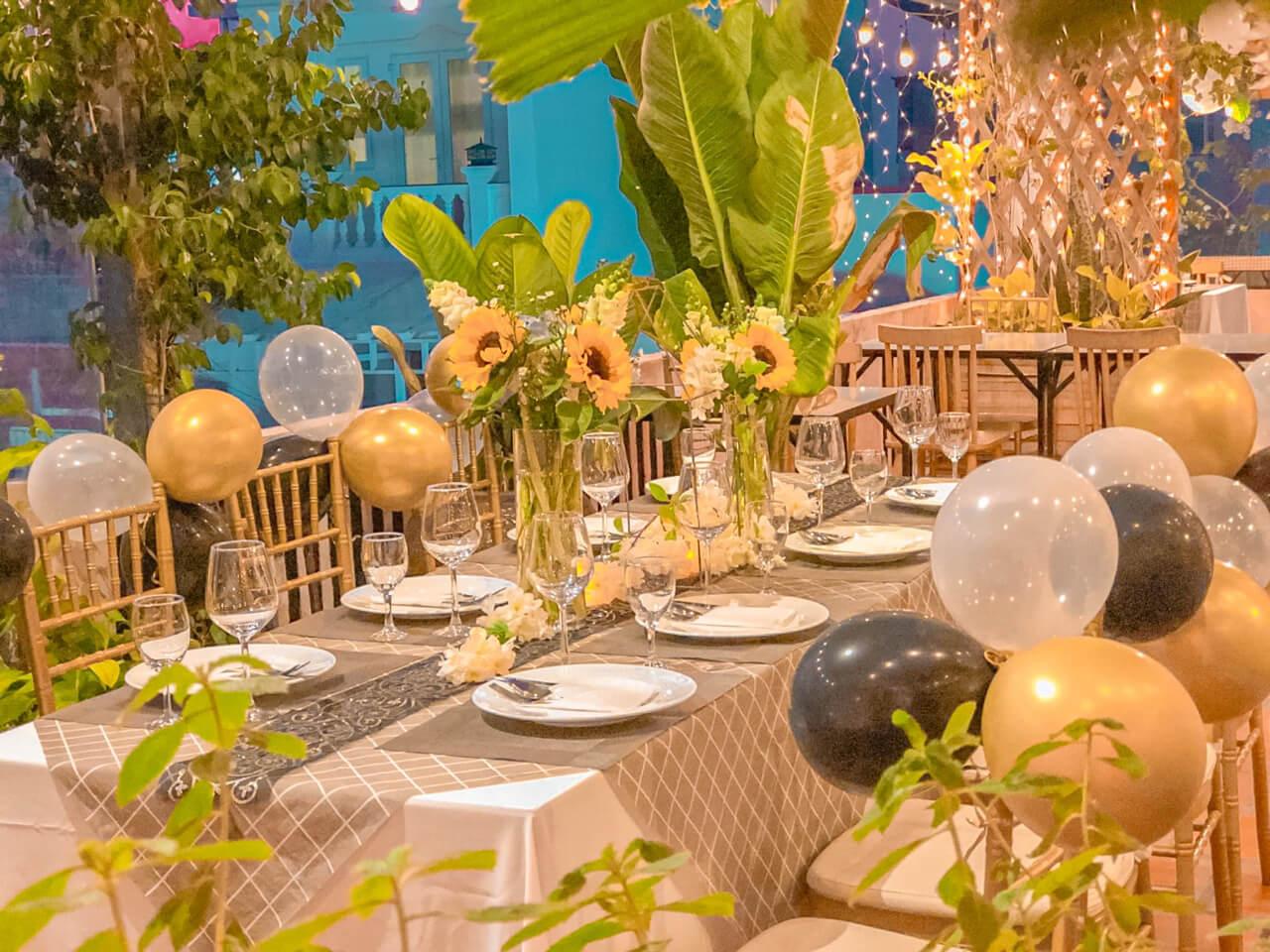 Thiết kế bàn ăn lung linh ánh đèn ở Ma Famille Cần Thơ