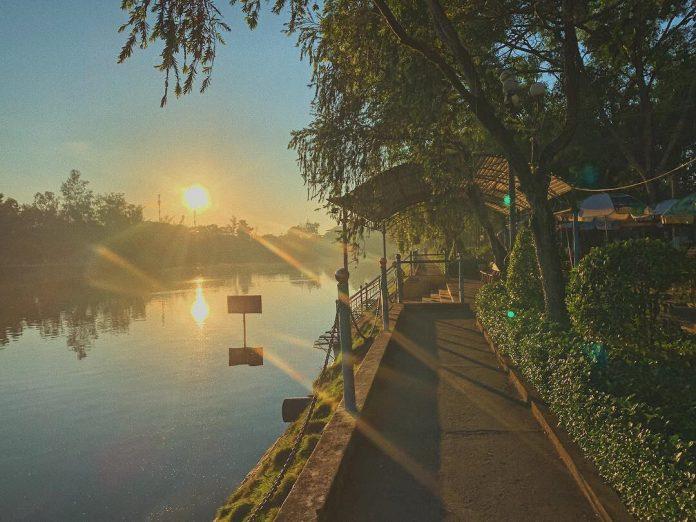 Buổi sáng ban mai ở Hồ Nước Ngọt trung tâm thành phố Sóc Trăng