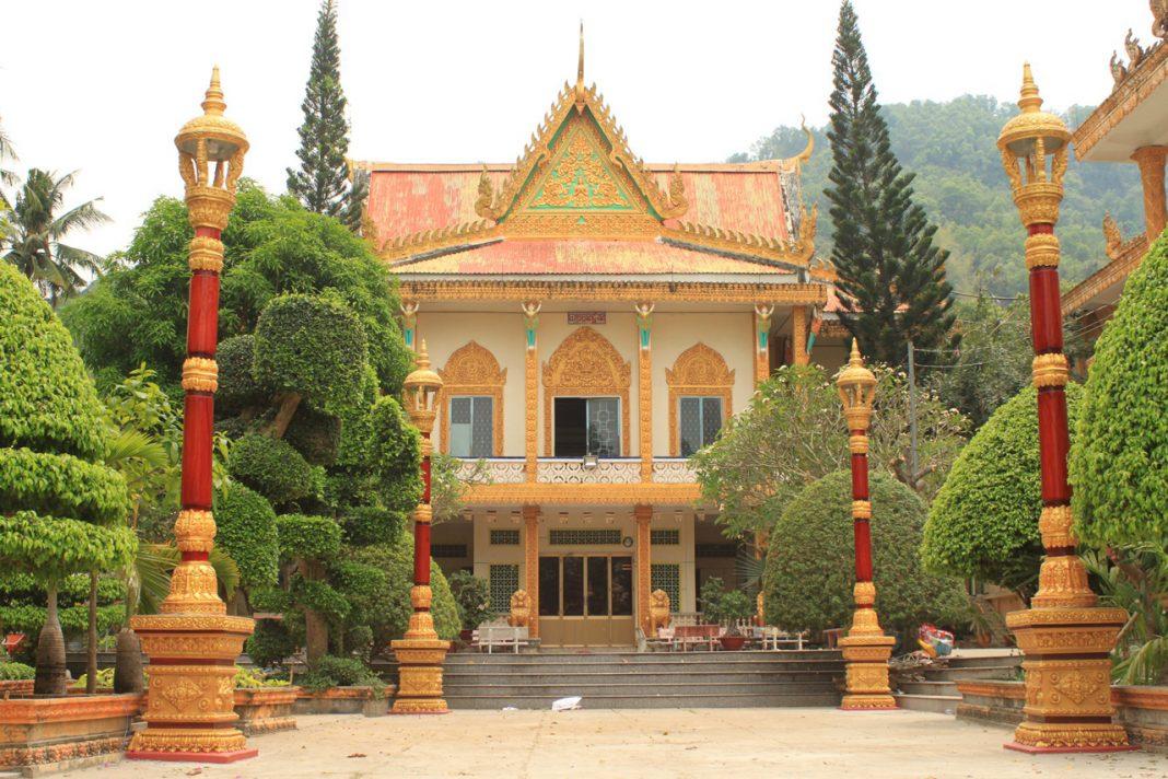 Chùa Wat Kal Bo Pruk trên núi Ba Thê