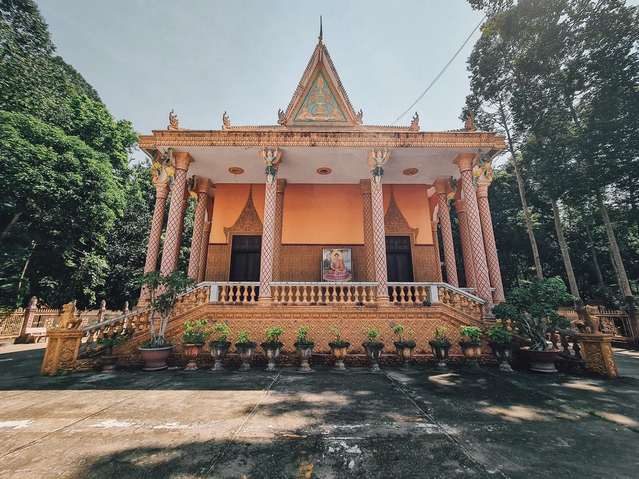 Chánh điện chùa Ba Thê - Photo by Nguyễn Khải Trung