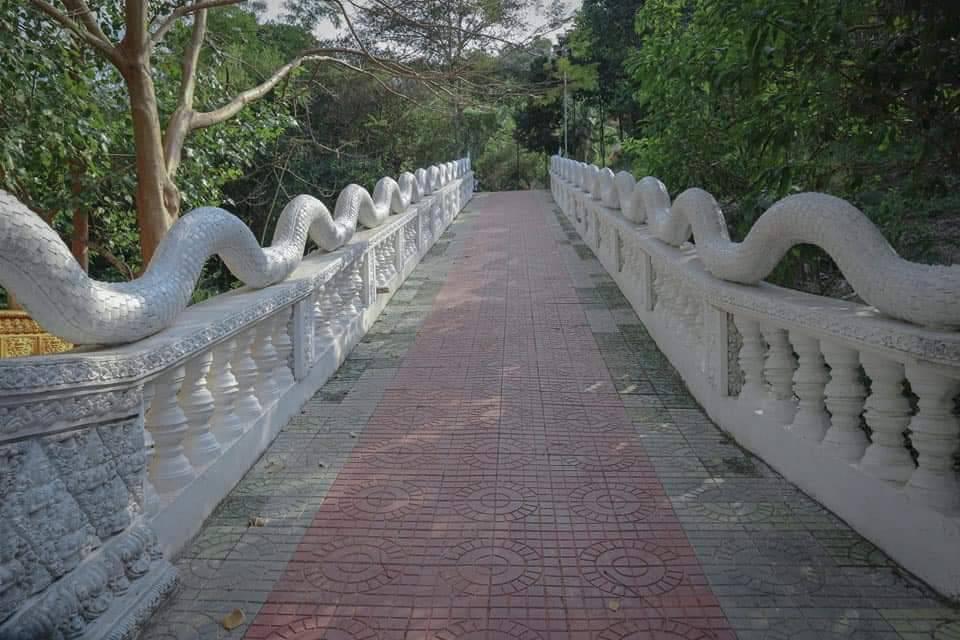 Con đường đi lên chùa