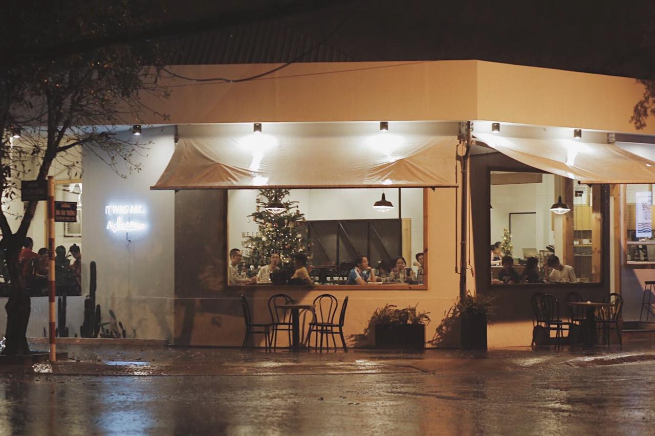 Buổi tối ở Atelier Cafe 68 Rạch Giá