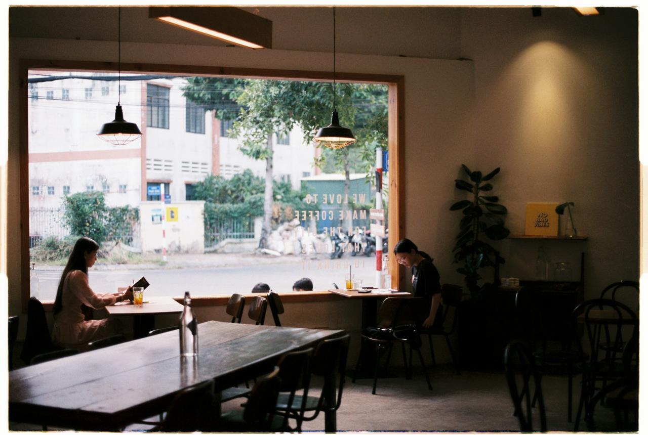 Không gian bên trong quán Atelier Cafe 68 Rạch Giá
