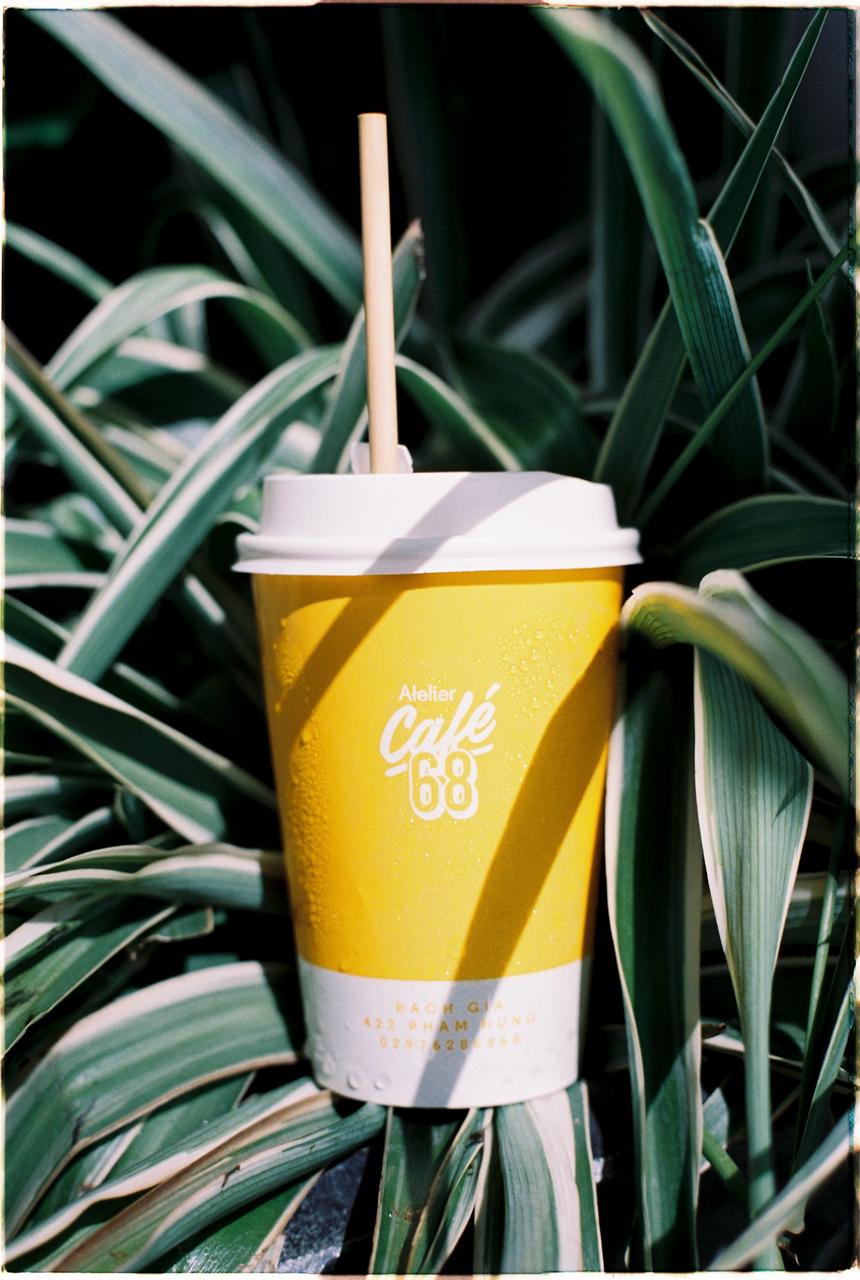Ly nước của quán cà phê Atelier Cafe 68 Rạch Giá