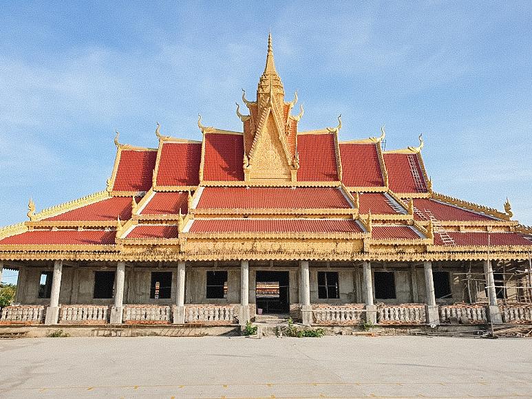 Một công trình khác ở chùa đang được xây dựng